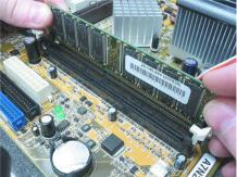 Installing memory on MEL-B Motherboard